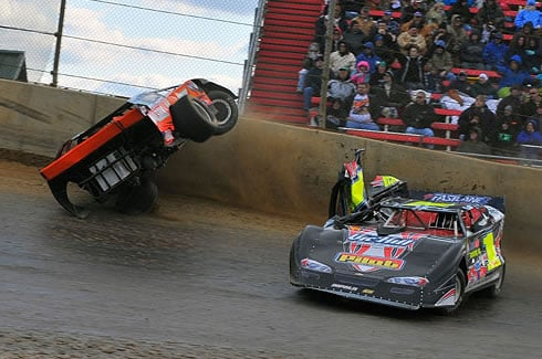 Chris_Wilson_Dirt_Track_World_Cup_2009_Dirt_Late_Model_Crash_Lawrenceburg_Speedway_RaceNewsNetwork_com-4
