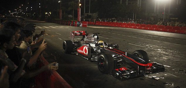 F1: Vodafone McLaren Mercedes On The Streets Of Mumbai (VIDEO)