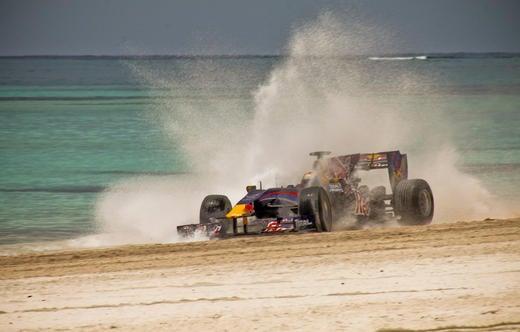 Red_Bull_F1_Formula1_Driving_Beach_RaceNewsNetwork_com