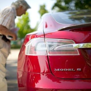 Tesla Outsells Porsche ( CARS )