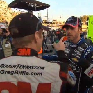 Jimmie Johnson vs Grag Biffle Pit Road ( NASCAR Cup Series )
