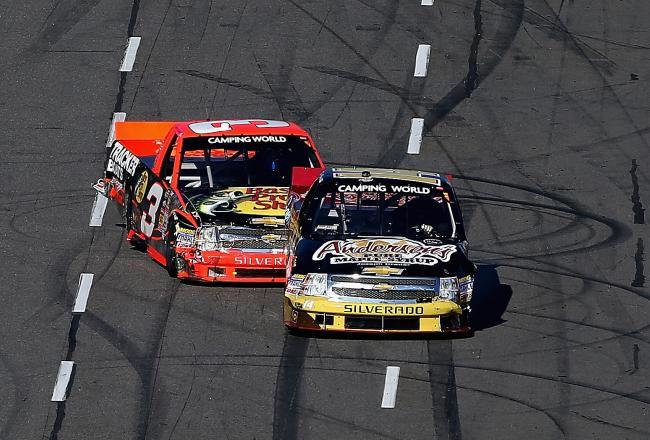 Kevin Harvick vs Ty Dillon ( NASCAR Truck Series ) Video
