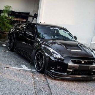 Black on Black Nissan GTR Photos