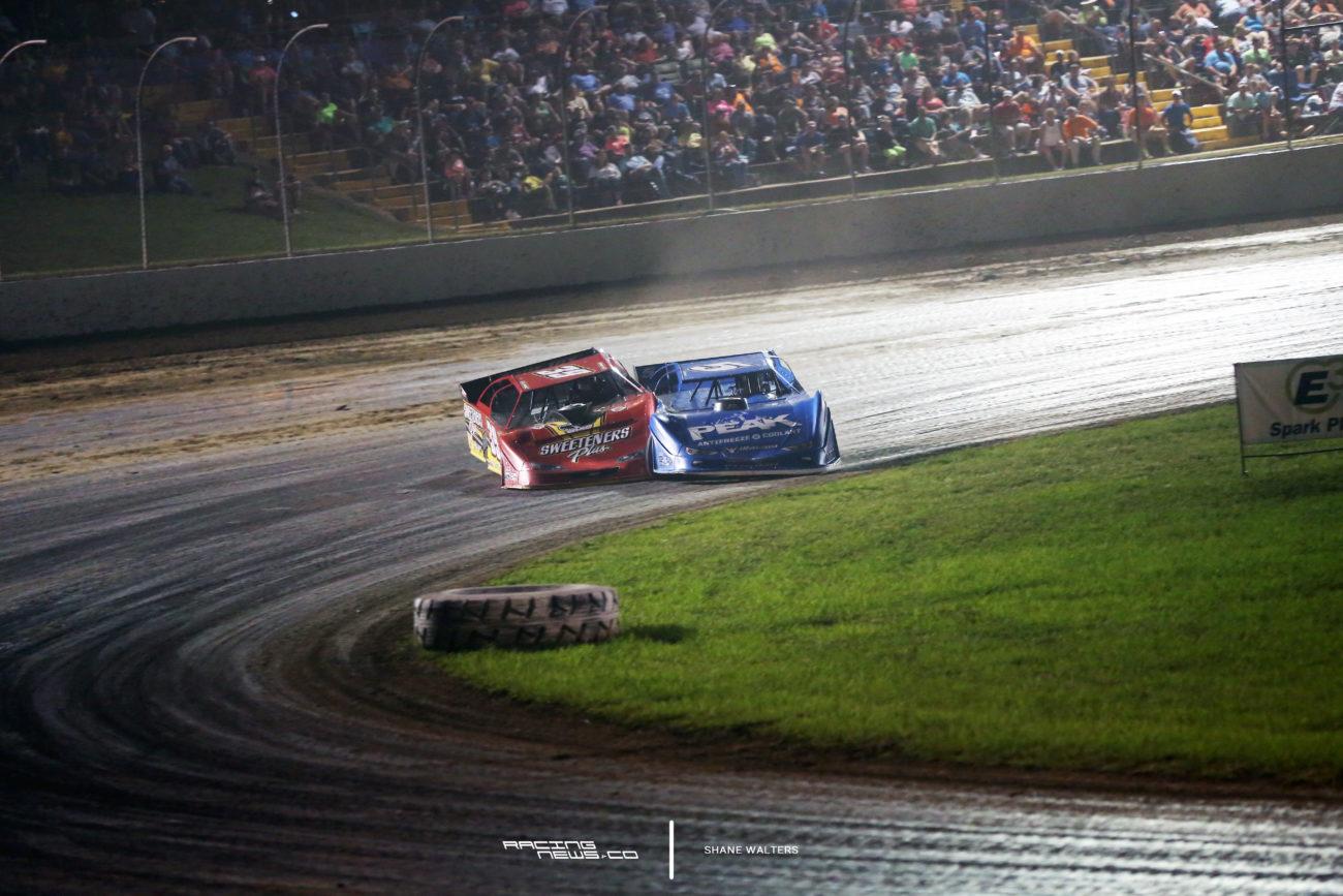 Tim McCreadie and Don O'Neal battle at Magnolia Motor Speedway 1811