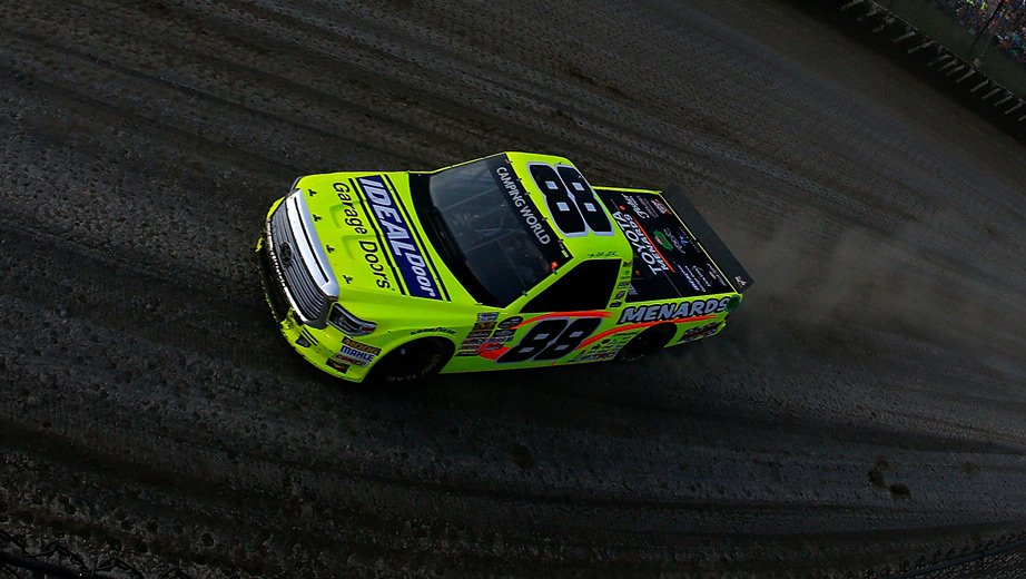 Matt Crafton wins the 2017 Eldora Speedway Dirt Derby
