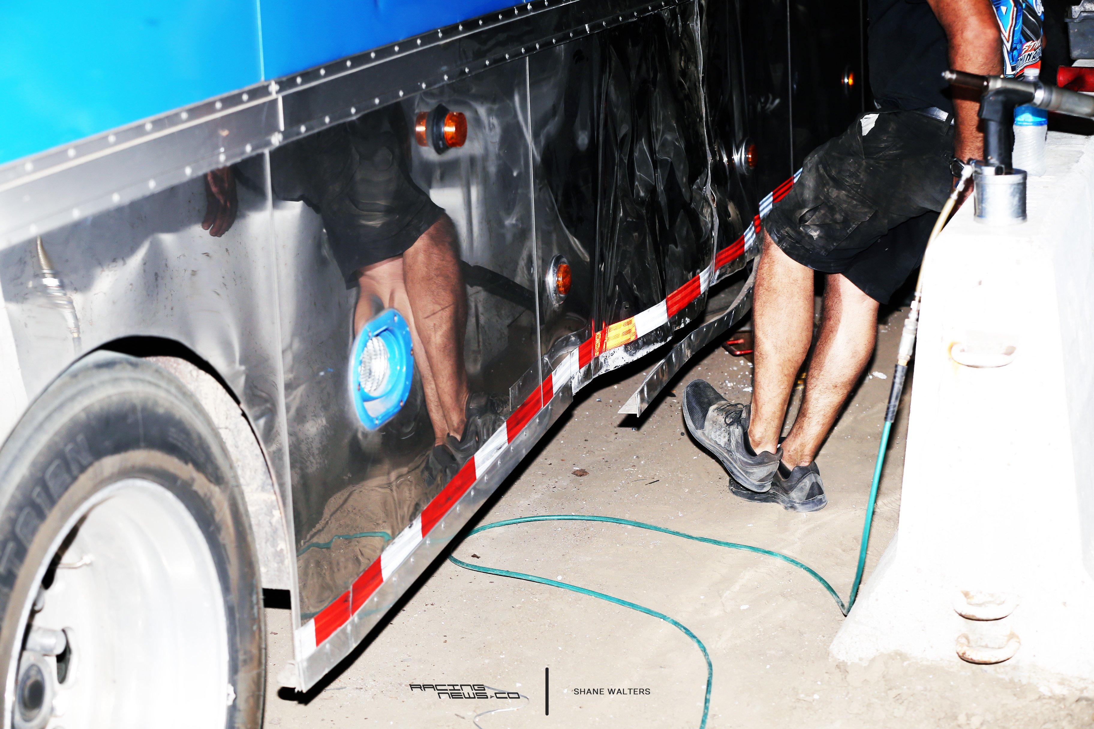 Scott Bloomquist exploding tire 0469