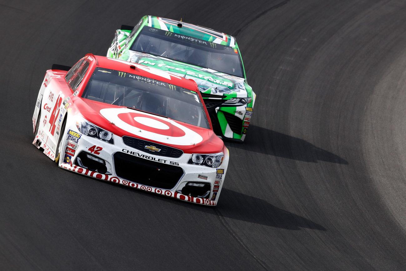 Kyle Larson compares NASCAR to Dirt