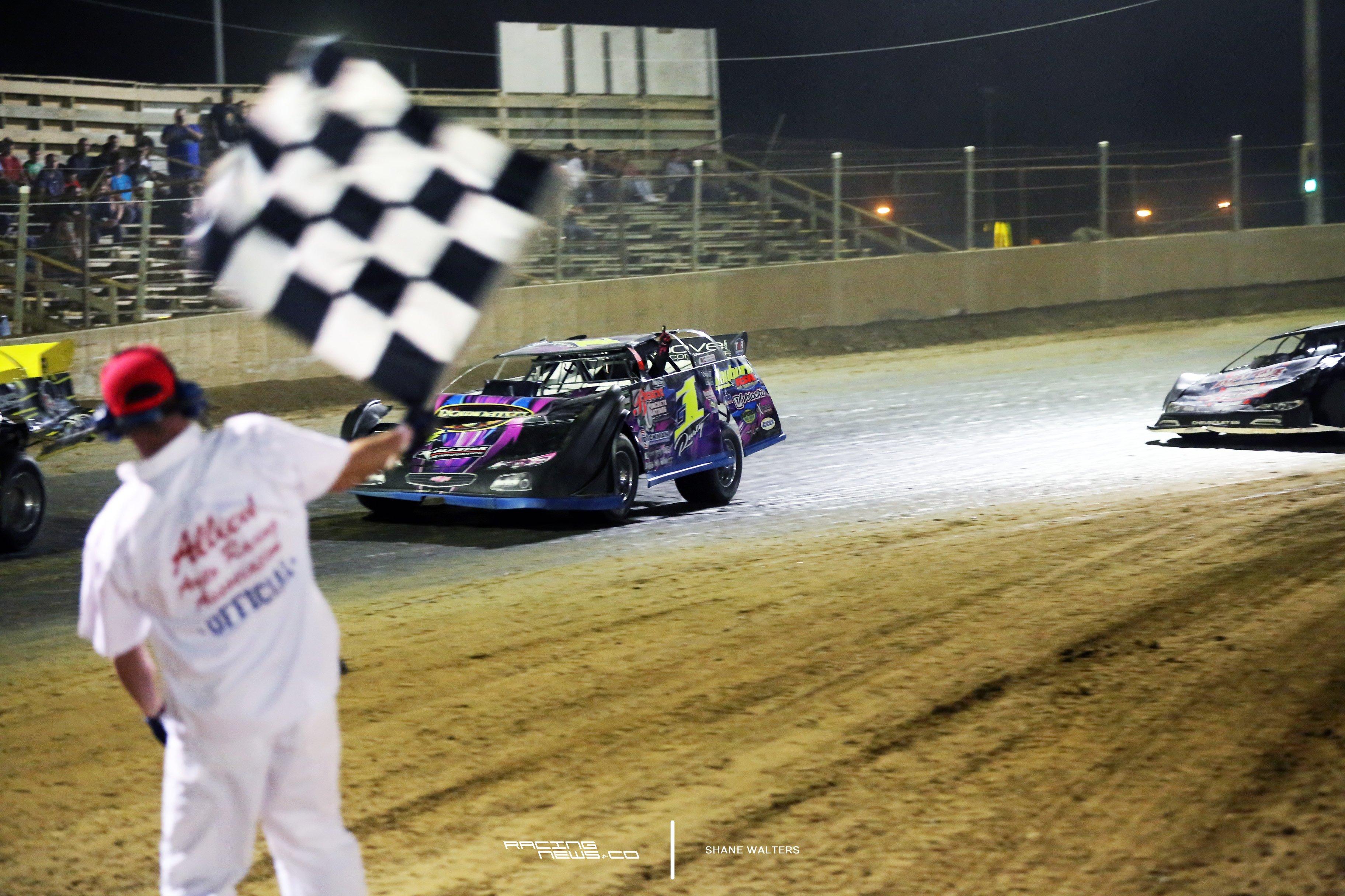 Rusty Schlenk wins 2017 TTG 100 lapper at Belle-Clair Speedway 2819