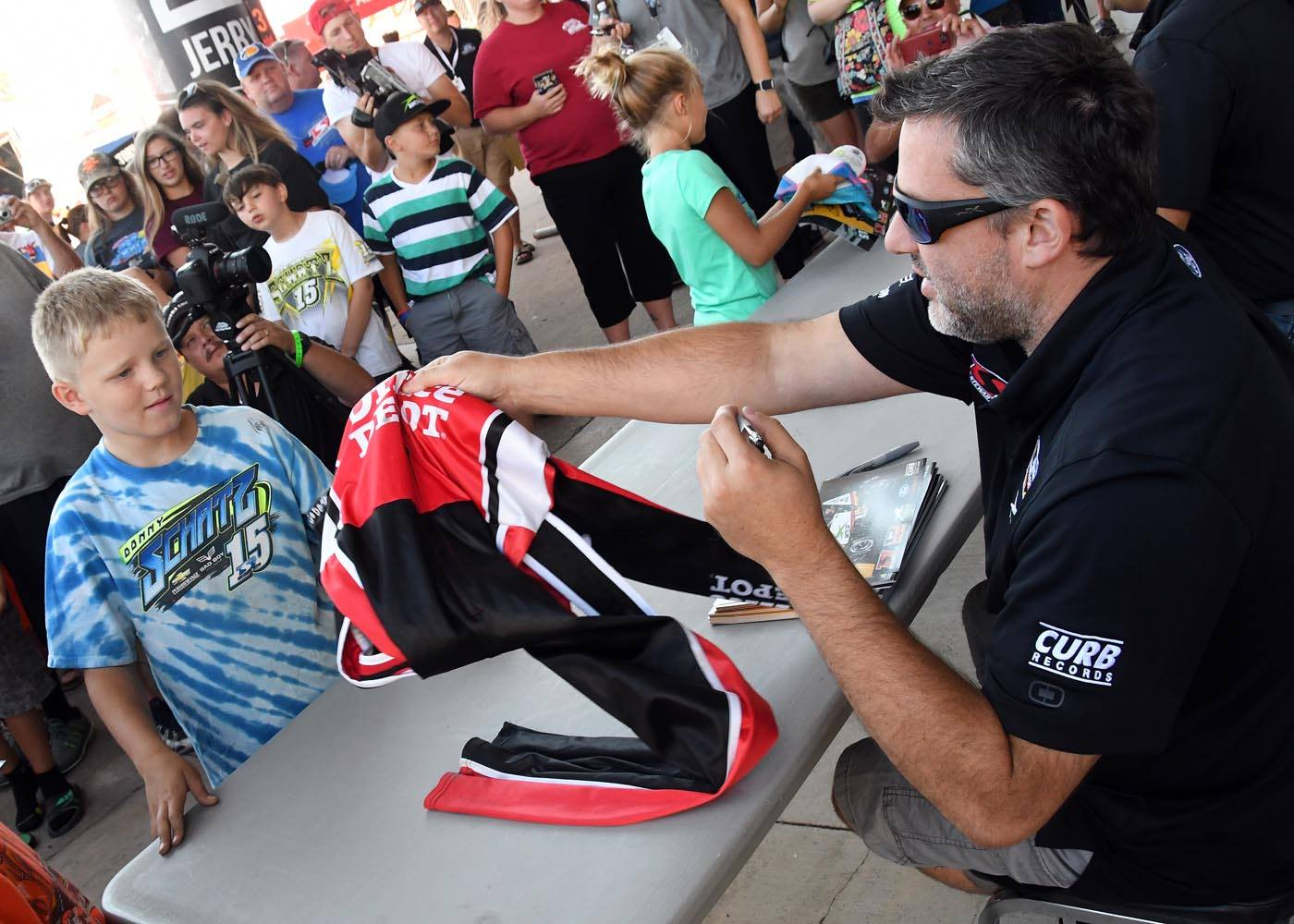 Tony Stewart signs autographs for young fans at Knoxville Raceway