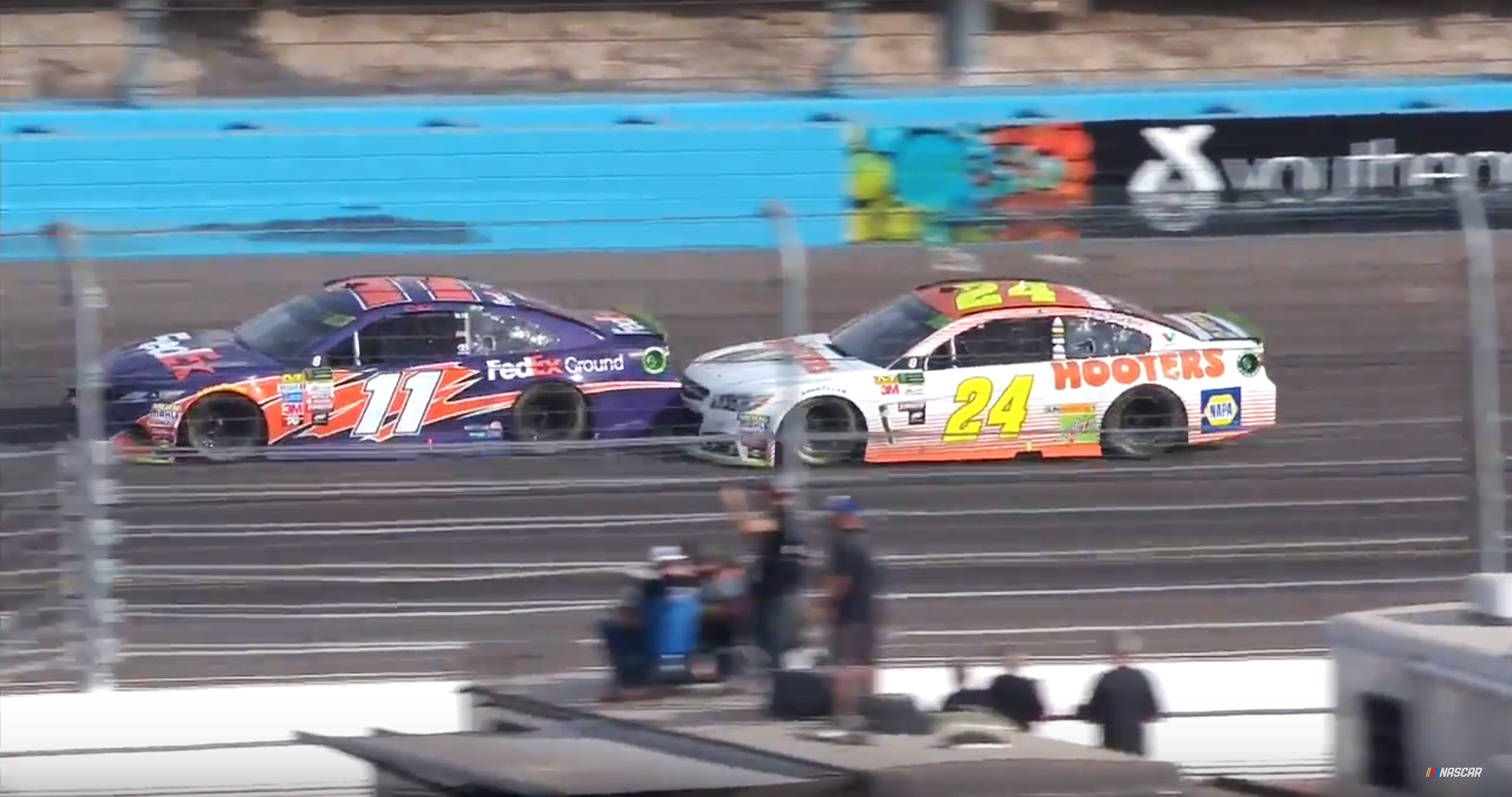 Chase Elliott vs Denny Hamlin at Phoenix International Raceway