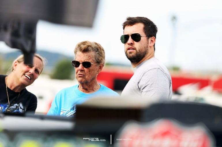 Chris Ferguson meets with dirt racing fans 1273