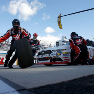 Cole Custer - Stewart-Haas Racing pit stop