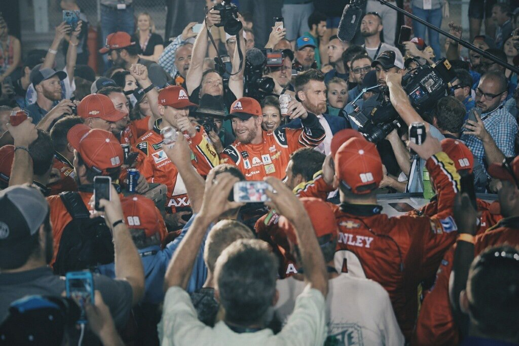 Dale Earnhardt Jr drinks beer with the crew after final race