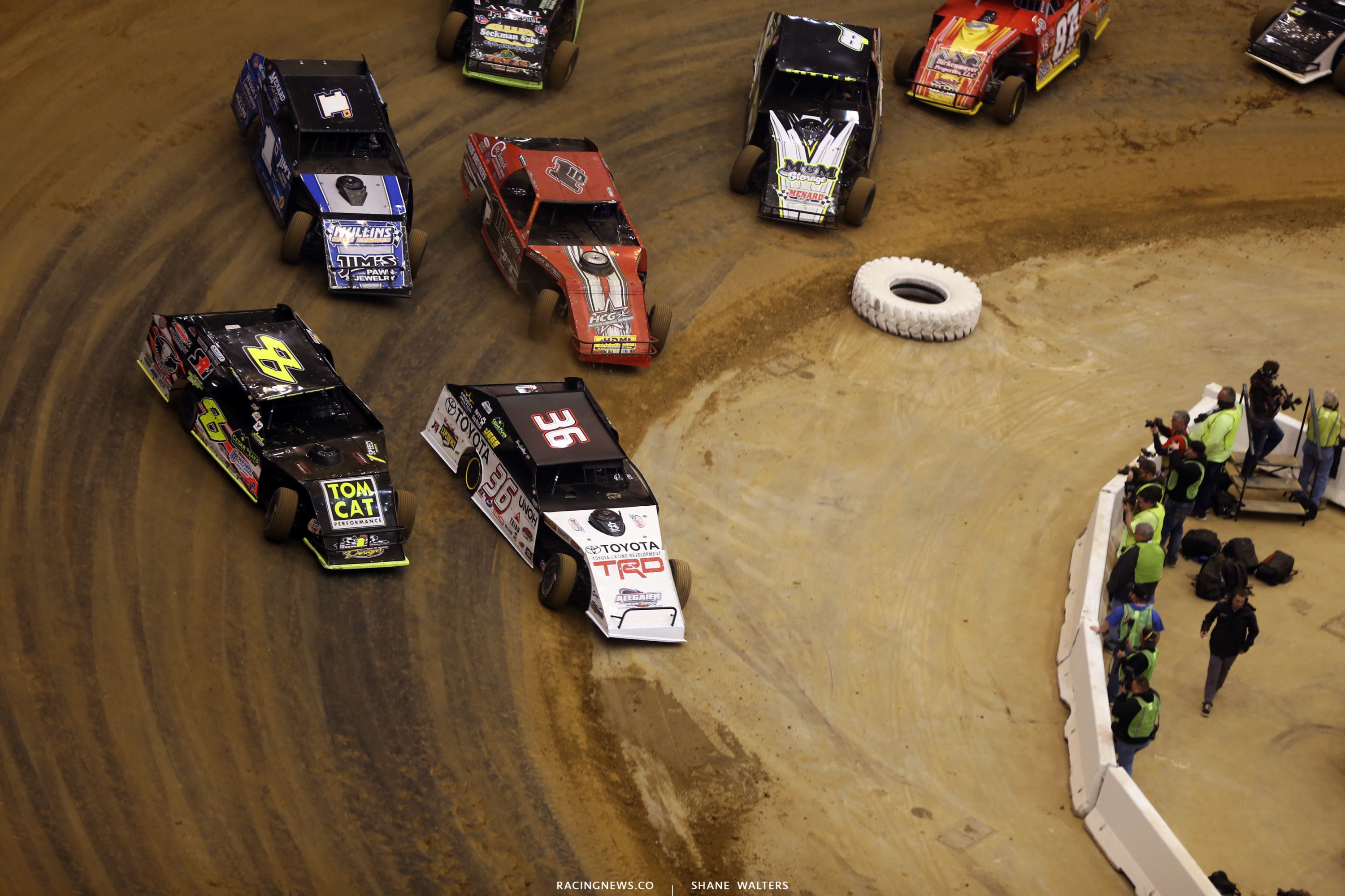 Kenny Wallace leads them to green in the 2017 Gateway Dirt Nationals heat race 3435