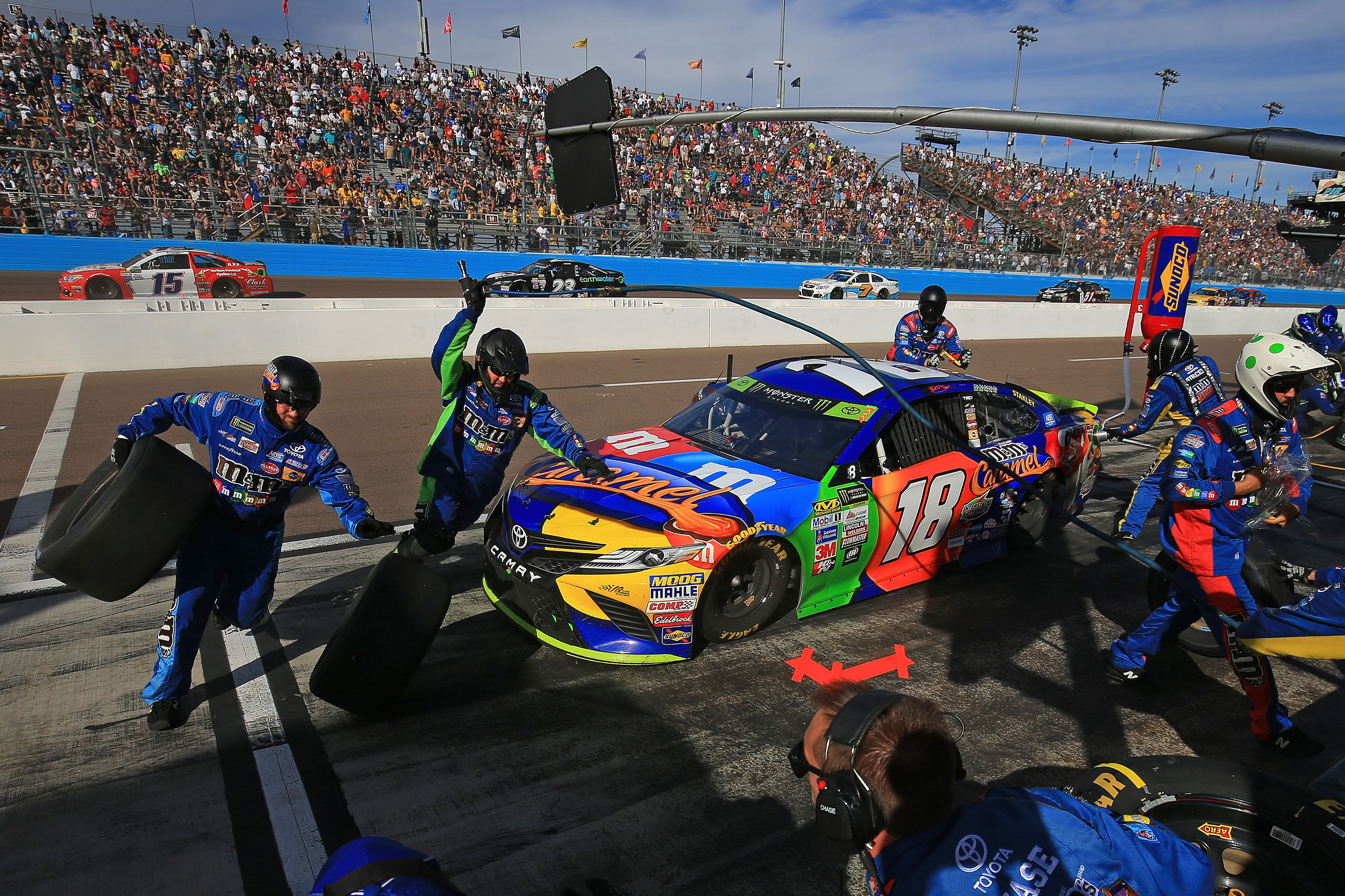 Kyle Busch pit stop