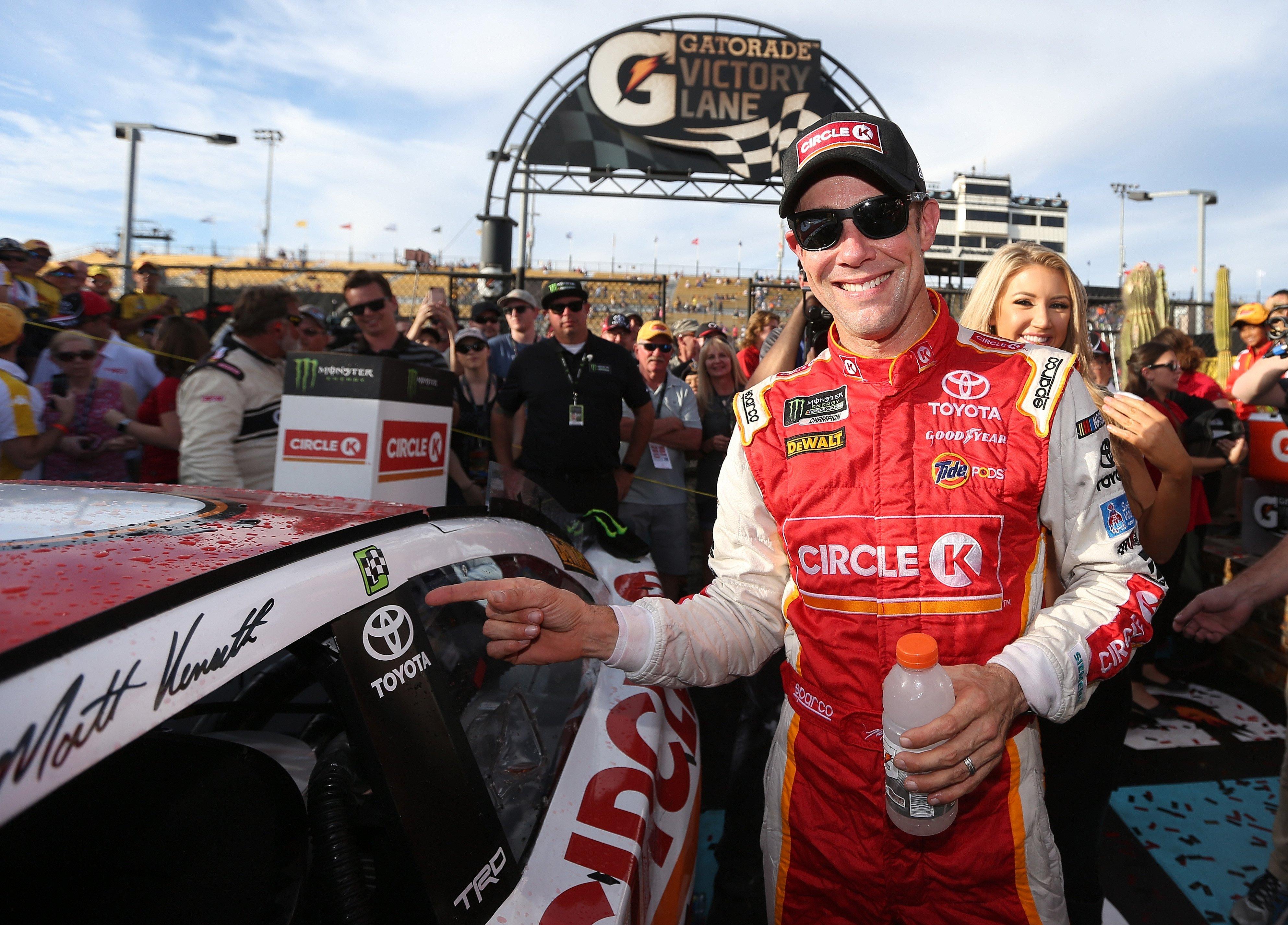 Matt Kenseth wins at Phoenix Raceway