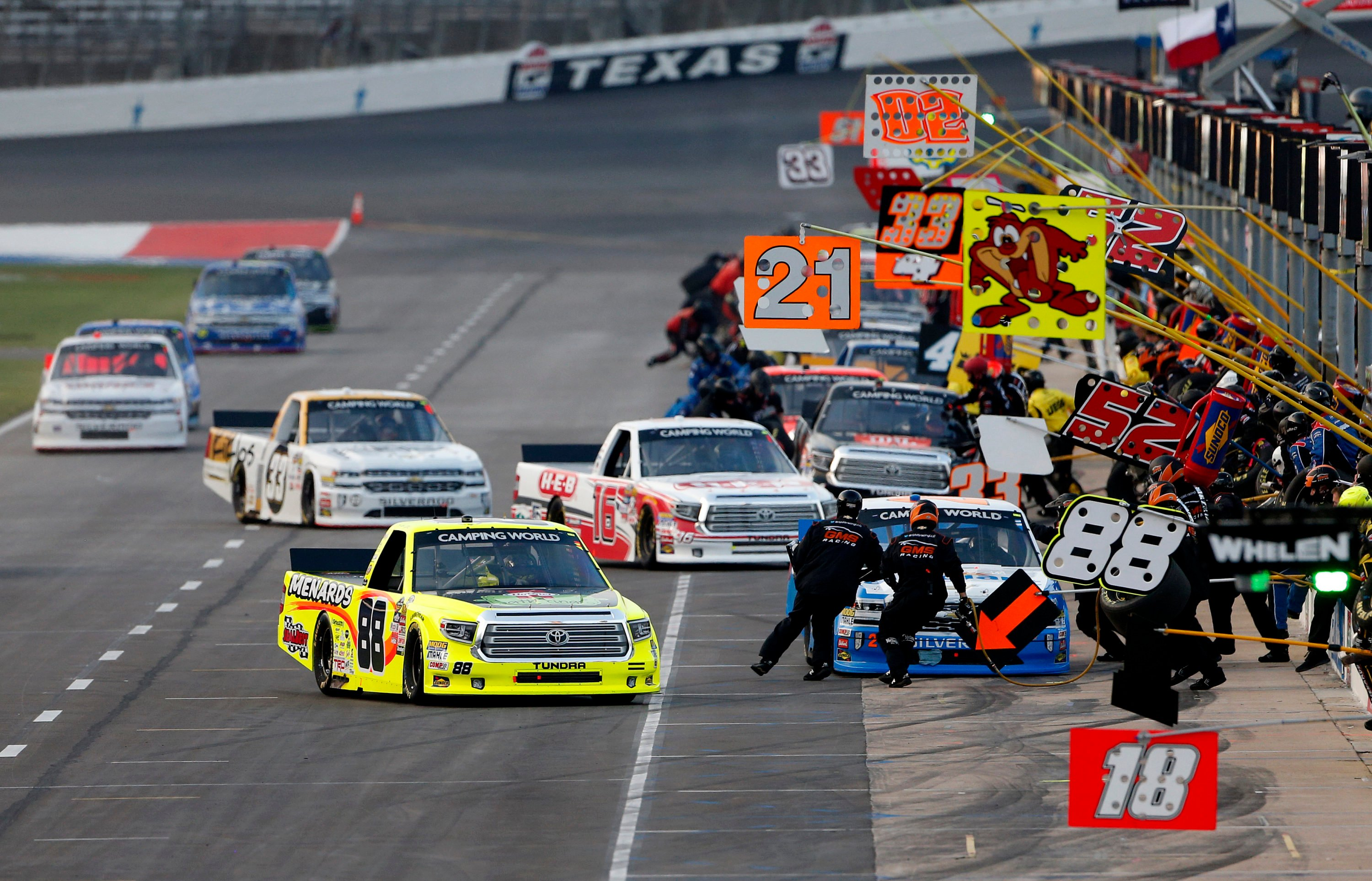 Kevin Harvick fends off Blaney in overtime to win at Texas