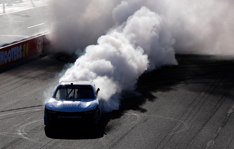 William Byron wins at Phoenix International Raceway