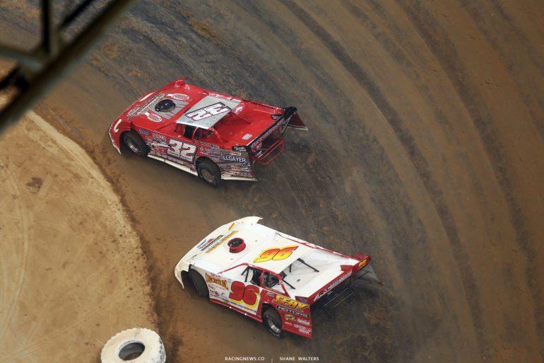 Bobby Pierce leads Tanner English in the 2017 Gateway Dirt Nationals 5284