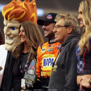 Gordy Gundaker, Kevin Gundaker, Tammy Gundaker in Victory Lane at the Gateway Dirt Nationals 4481