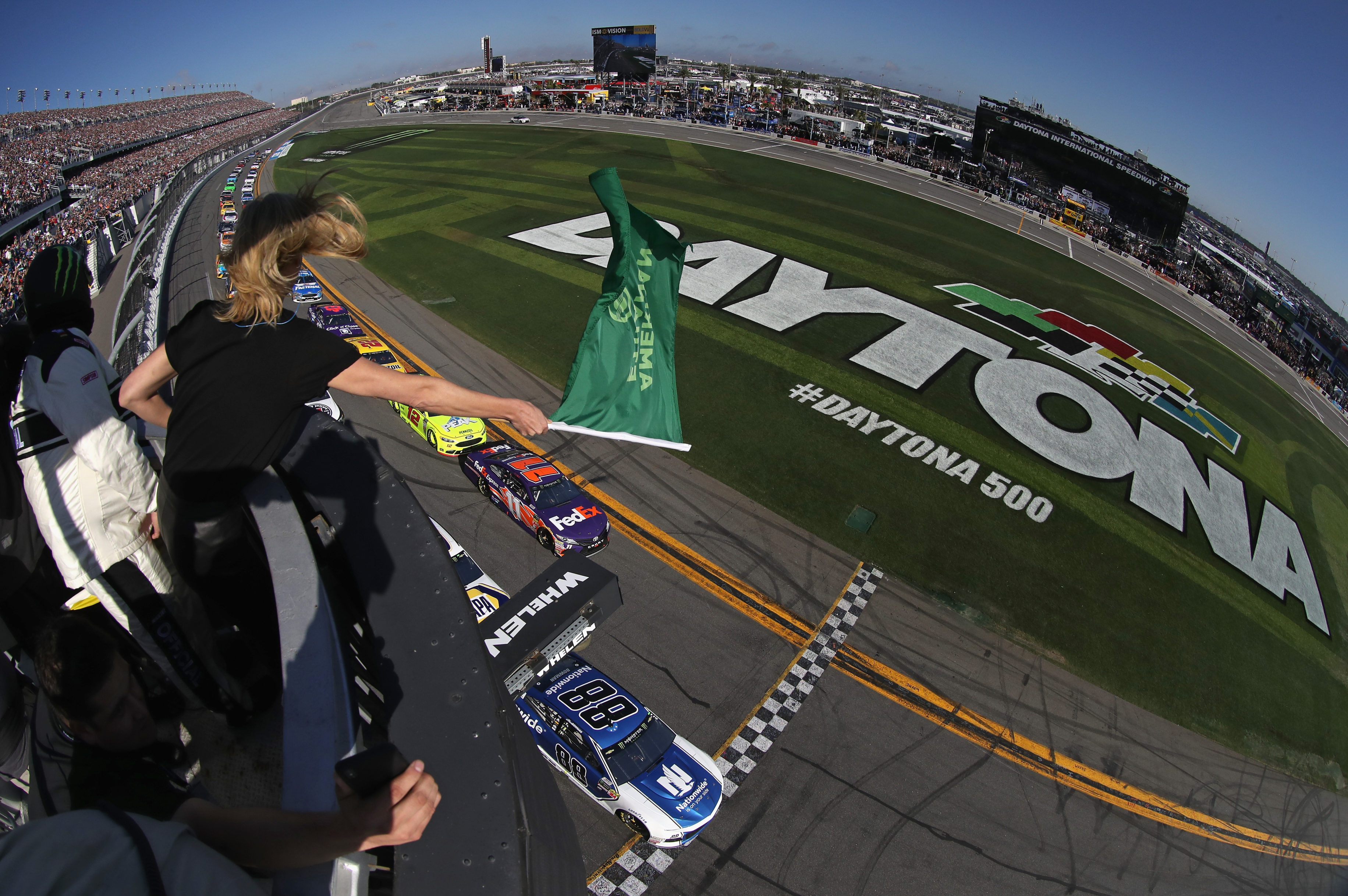 2018 Daytona 500 start - Alex Bowman and Denny Hamlin