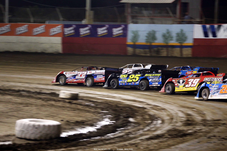 Bobby Pierce leads at East Bay Raceway Park 7697