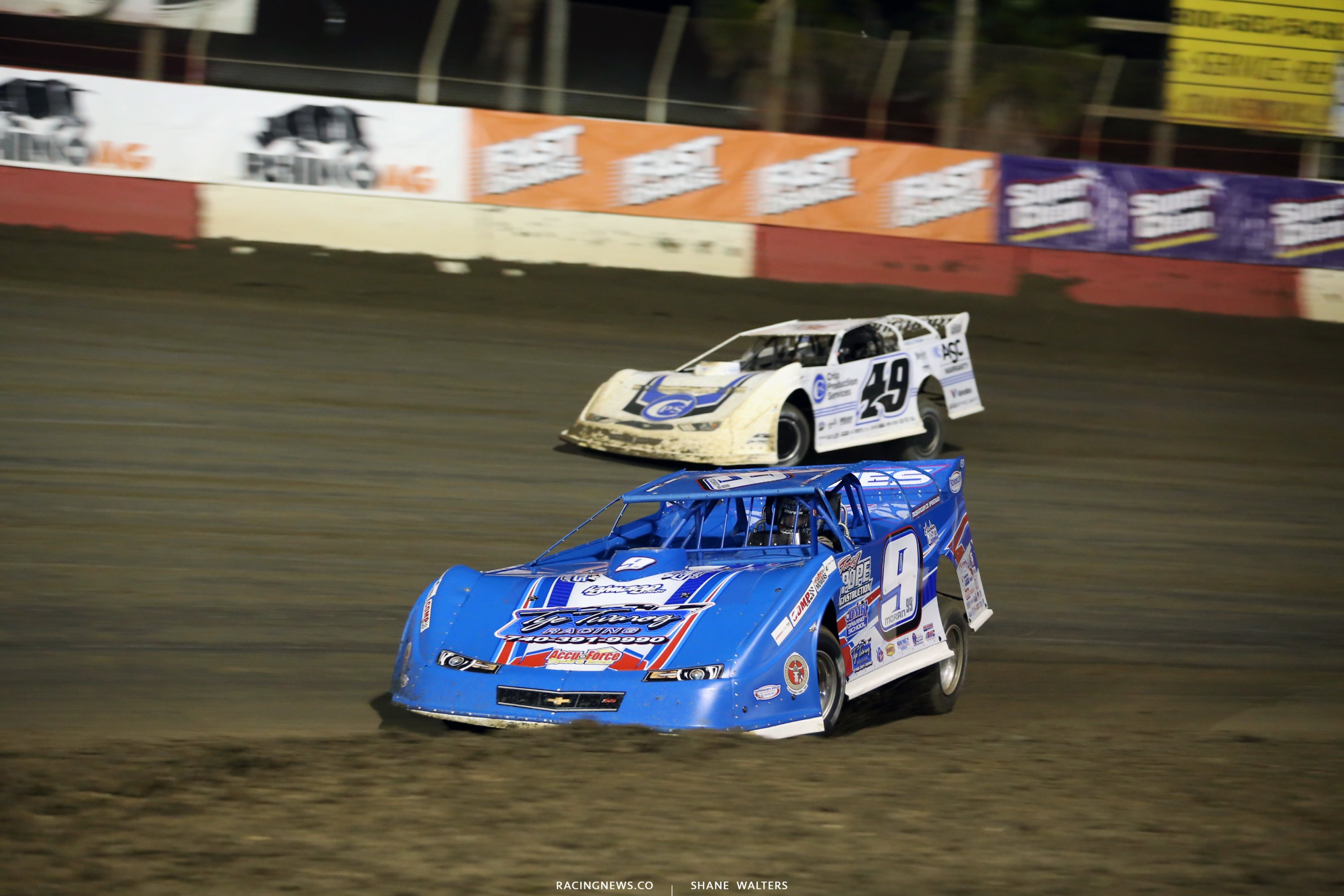 Devin Moran and Jonathan Davenport at East Bay Raceway Park in the LOLMDS feature 7787