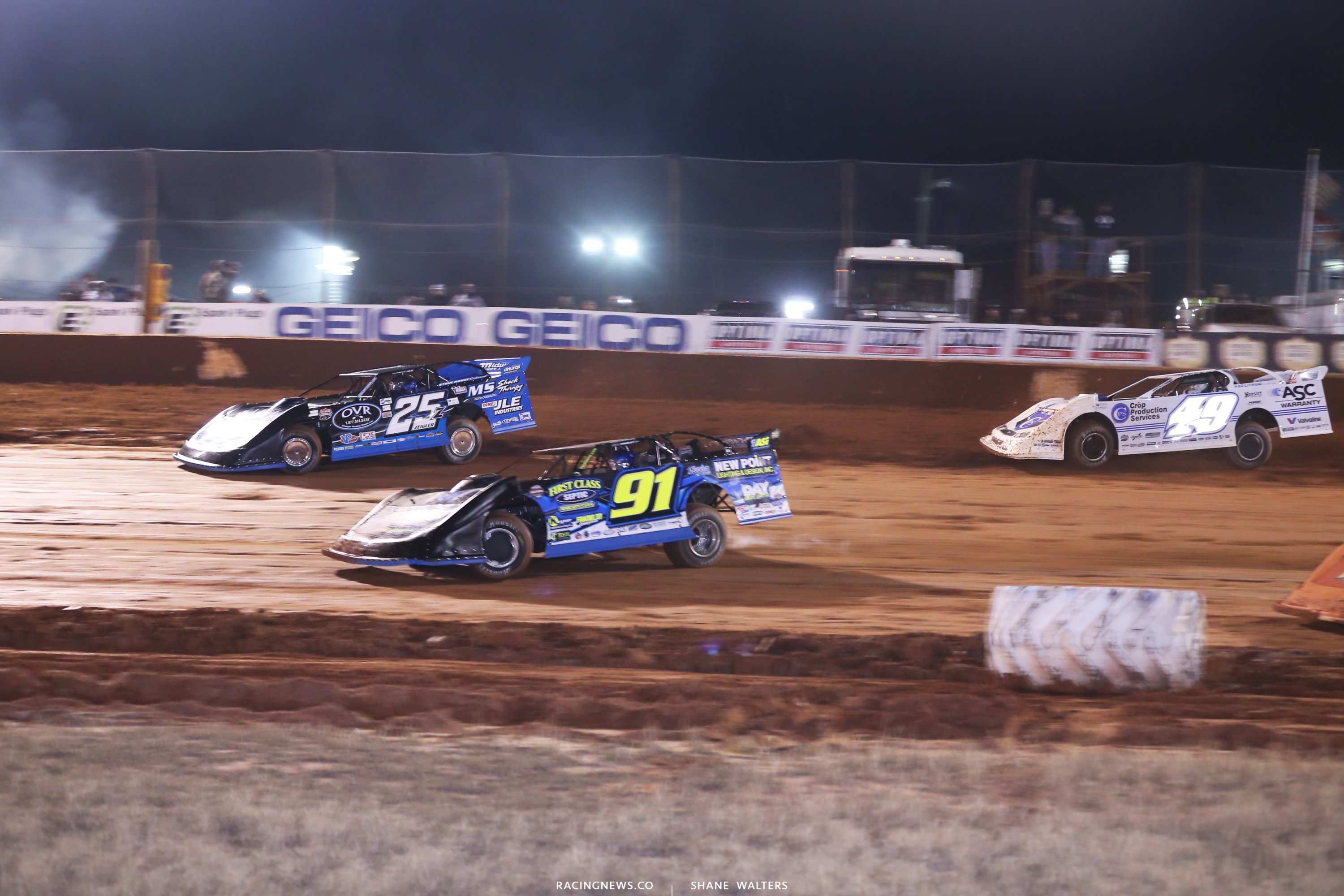 Mason Zeigler, Tyler Erb and Jonathan Davenport in turn 1 of the LOLMDS race 7339