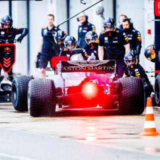 Red Bull Racing 2018 car photo