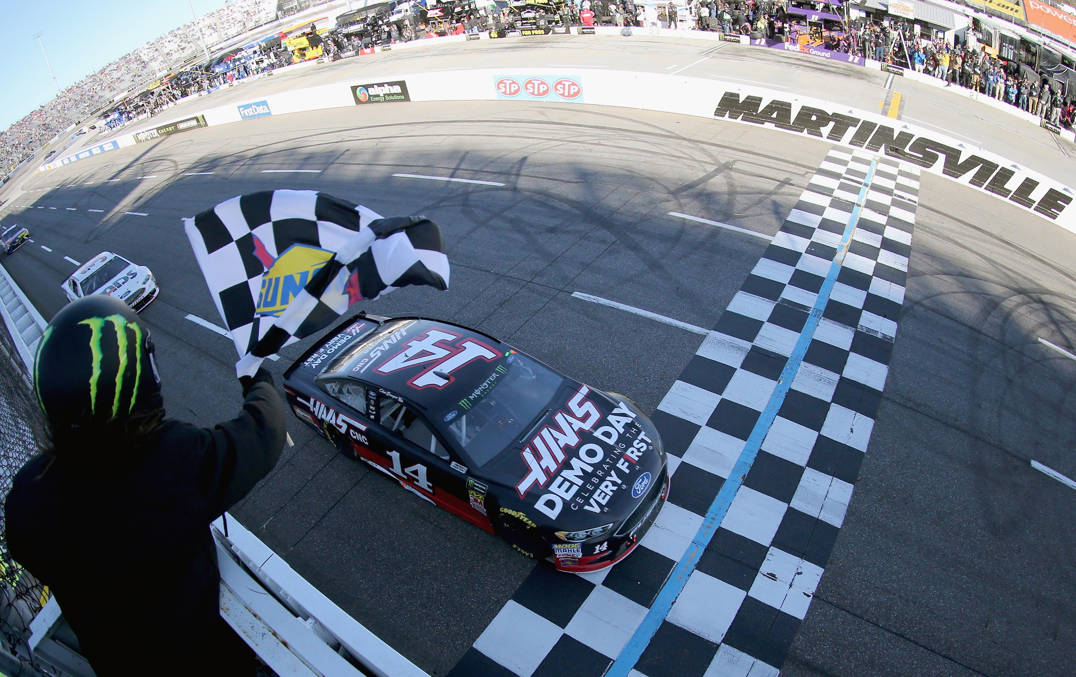 Clint Bowyer wins Martinsville Speedway