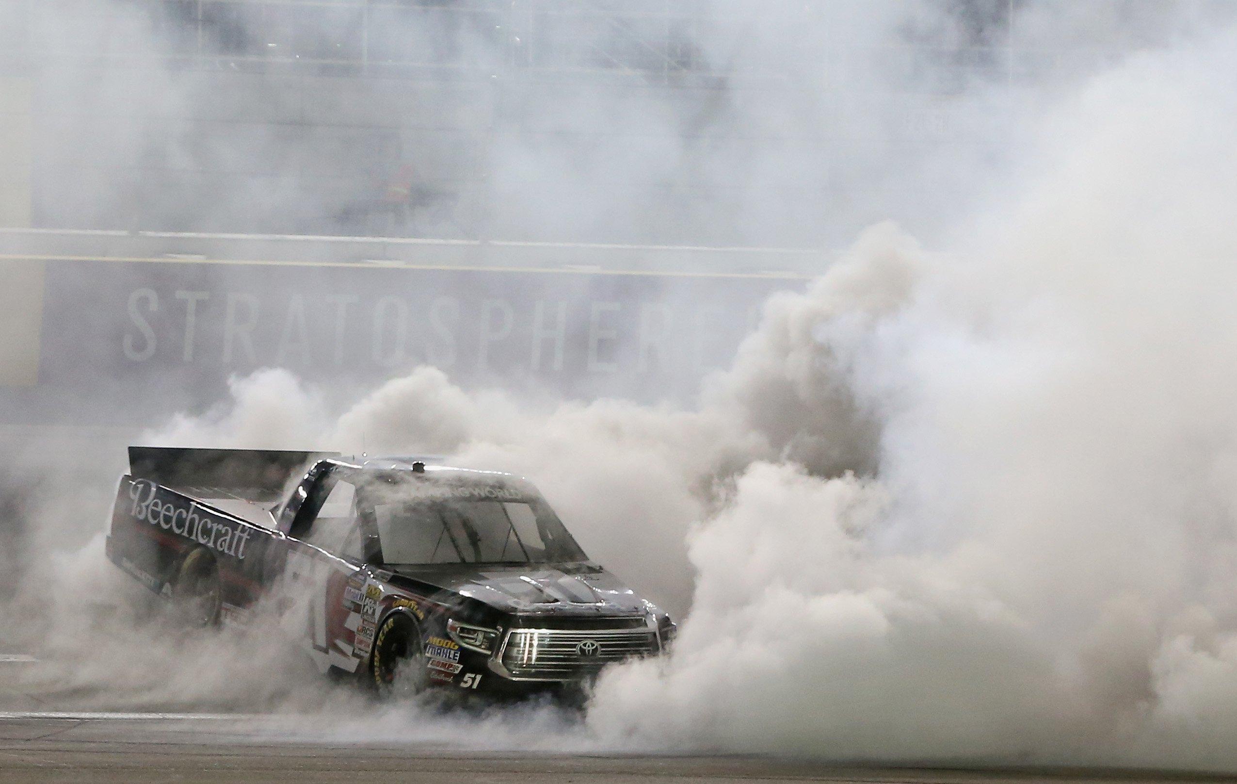 Kyle Busch burnout - NCWTS
