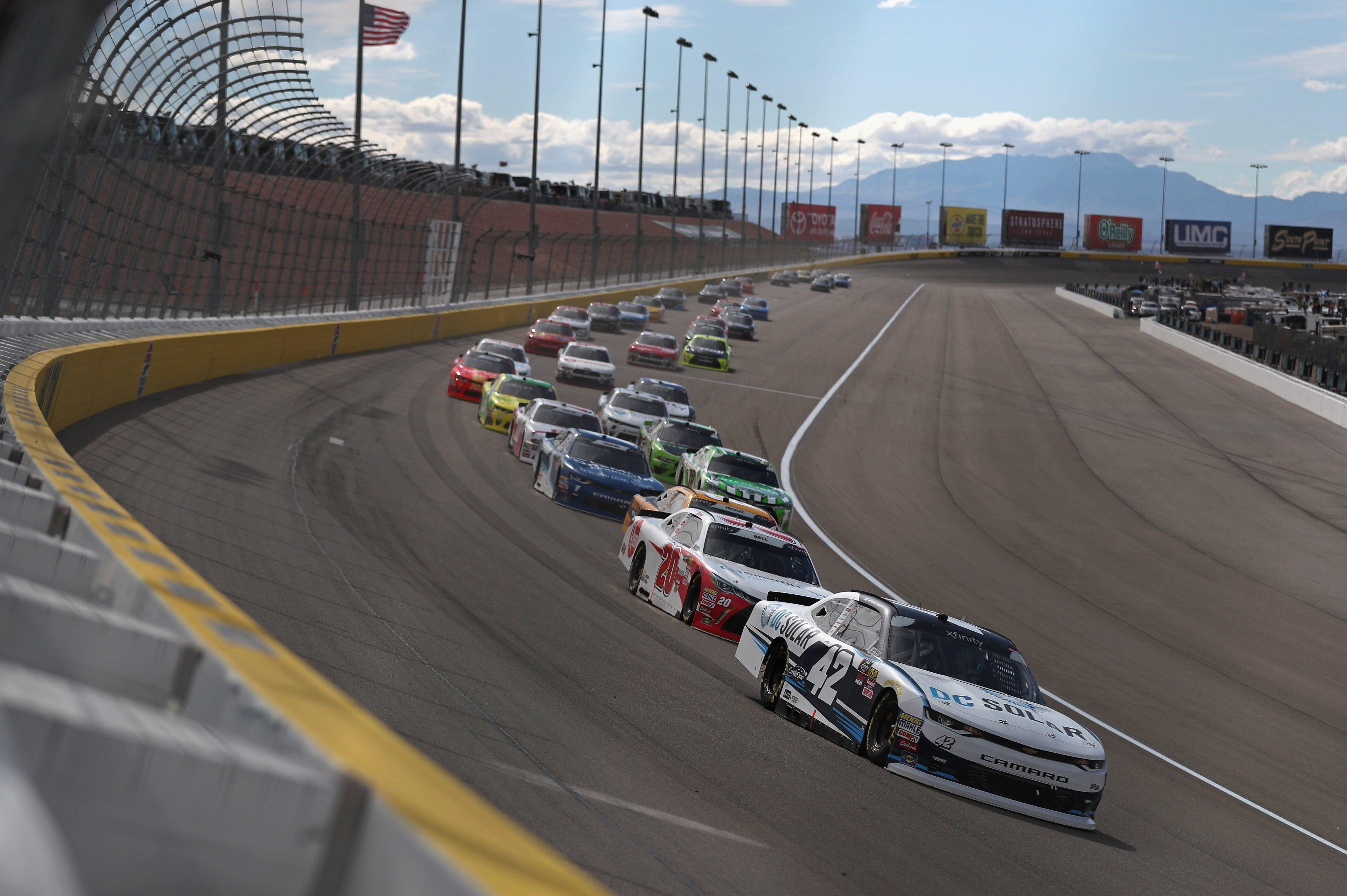 Kyle Larson leads Christopher Bell at Las Vegas Motor Speedway - NXS