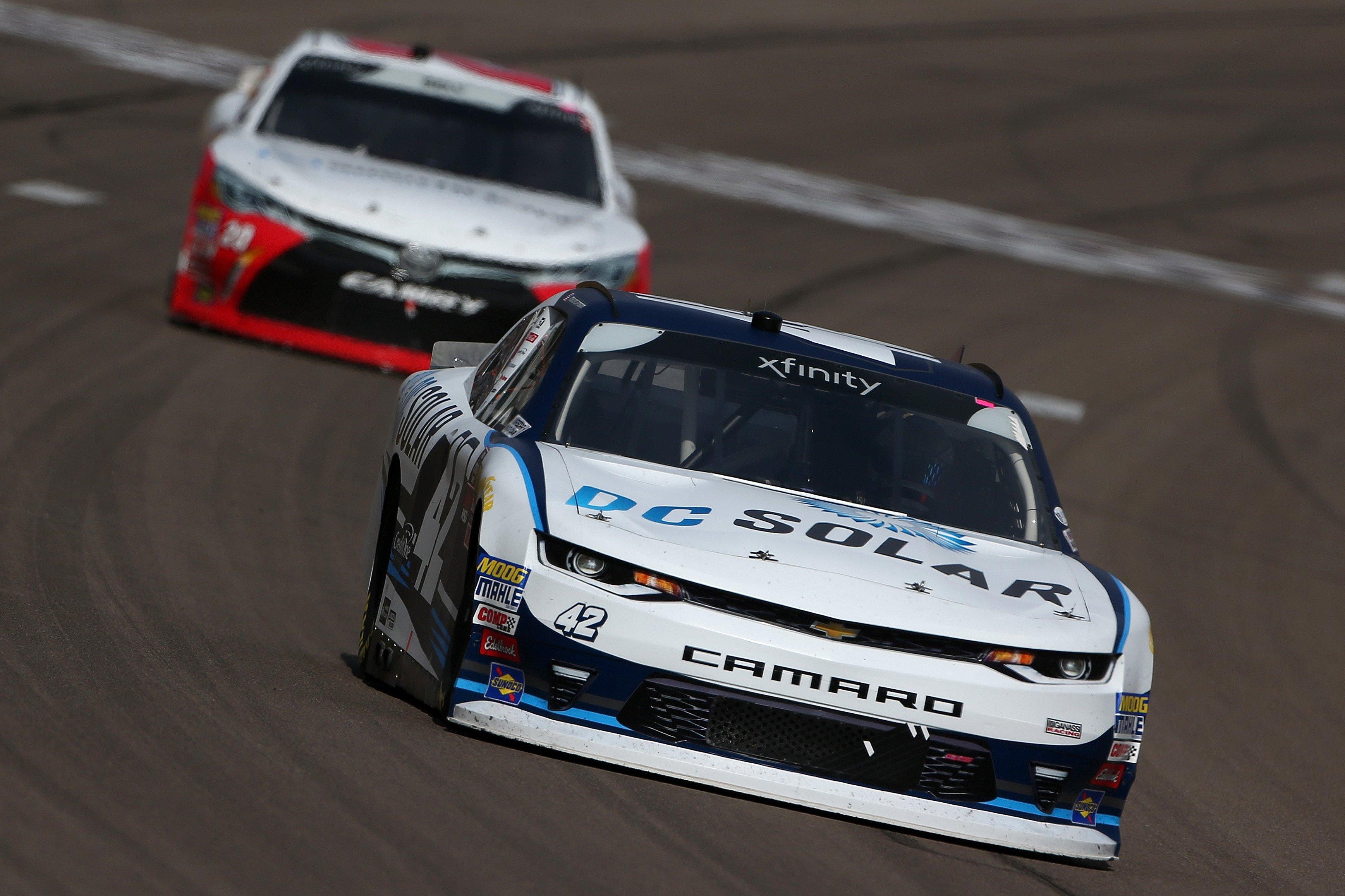 Kyle Larson leads at Las Vegas Motor Speedway