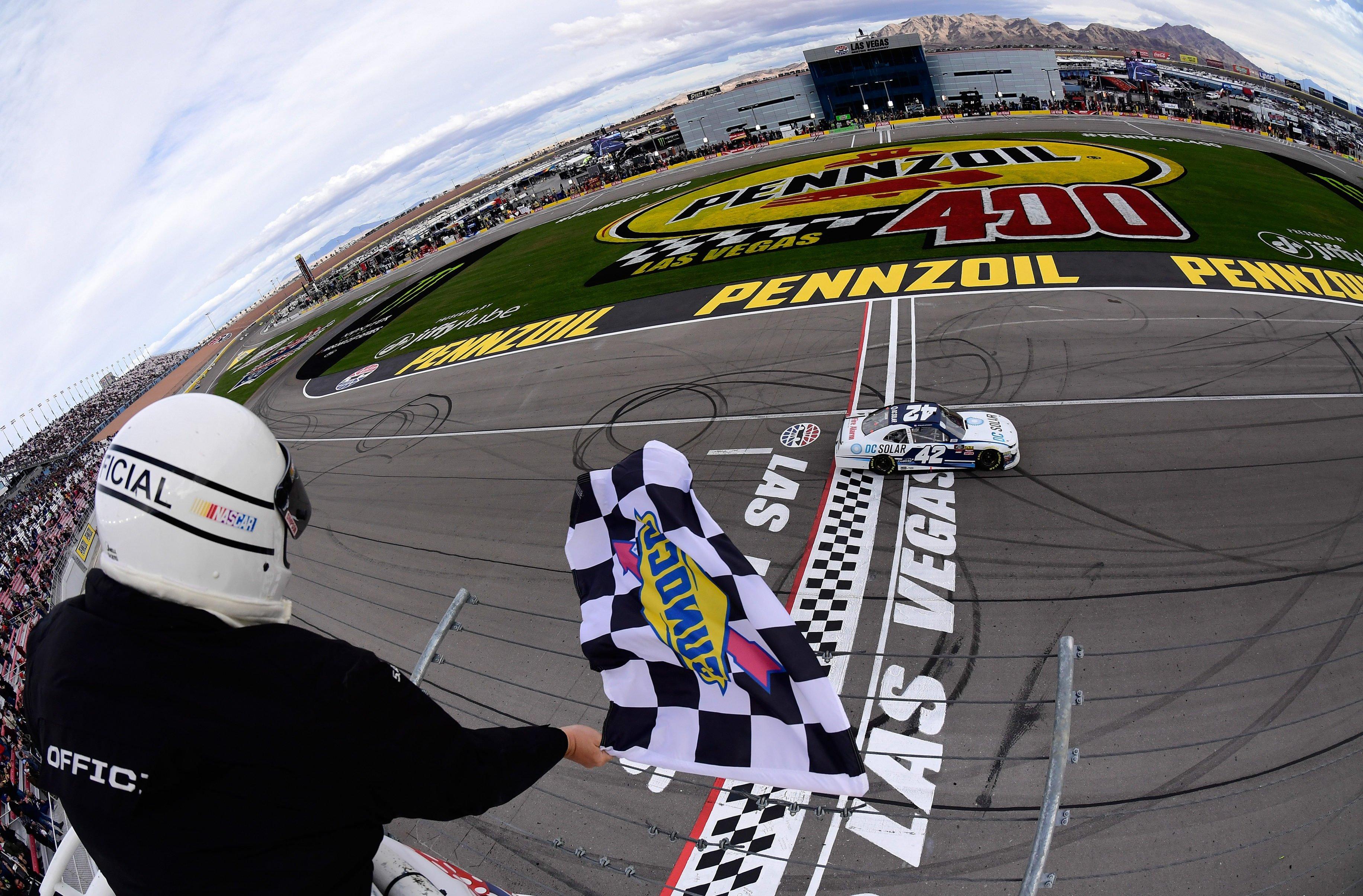 Kyle Larson wins at Las Vegas Motor Speedway