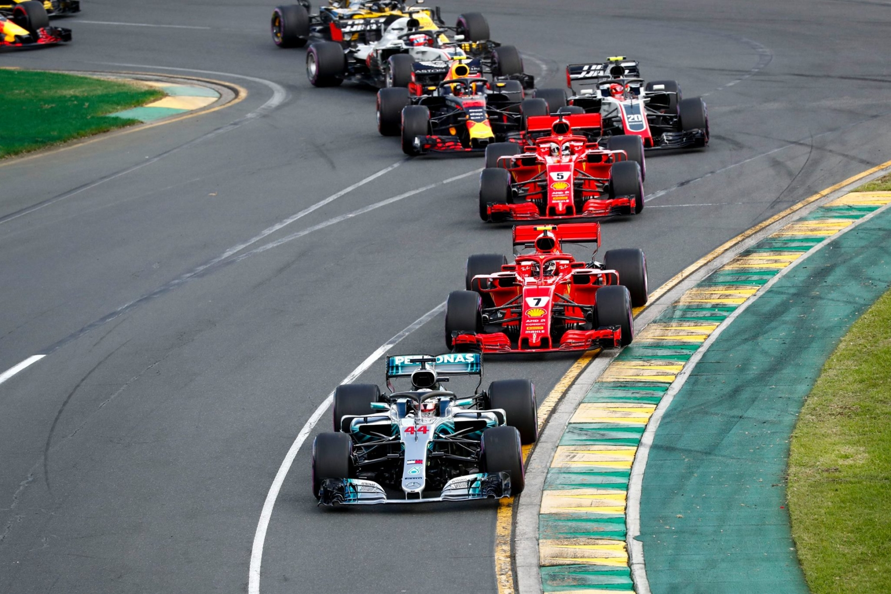 Mercedes leads Ferrari in the Australian Grand Prix