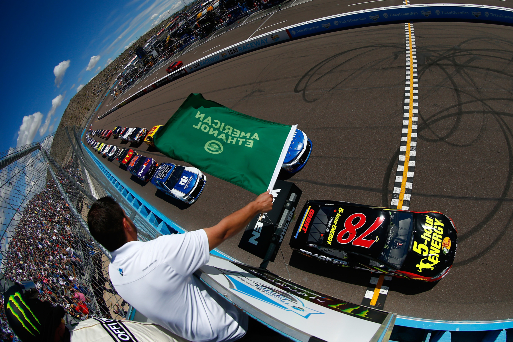 NASCAR Cup Series green flag at ISM Raceway on March 11 2018