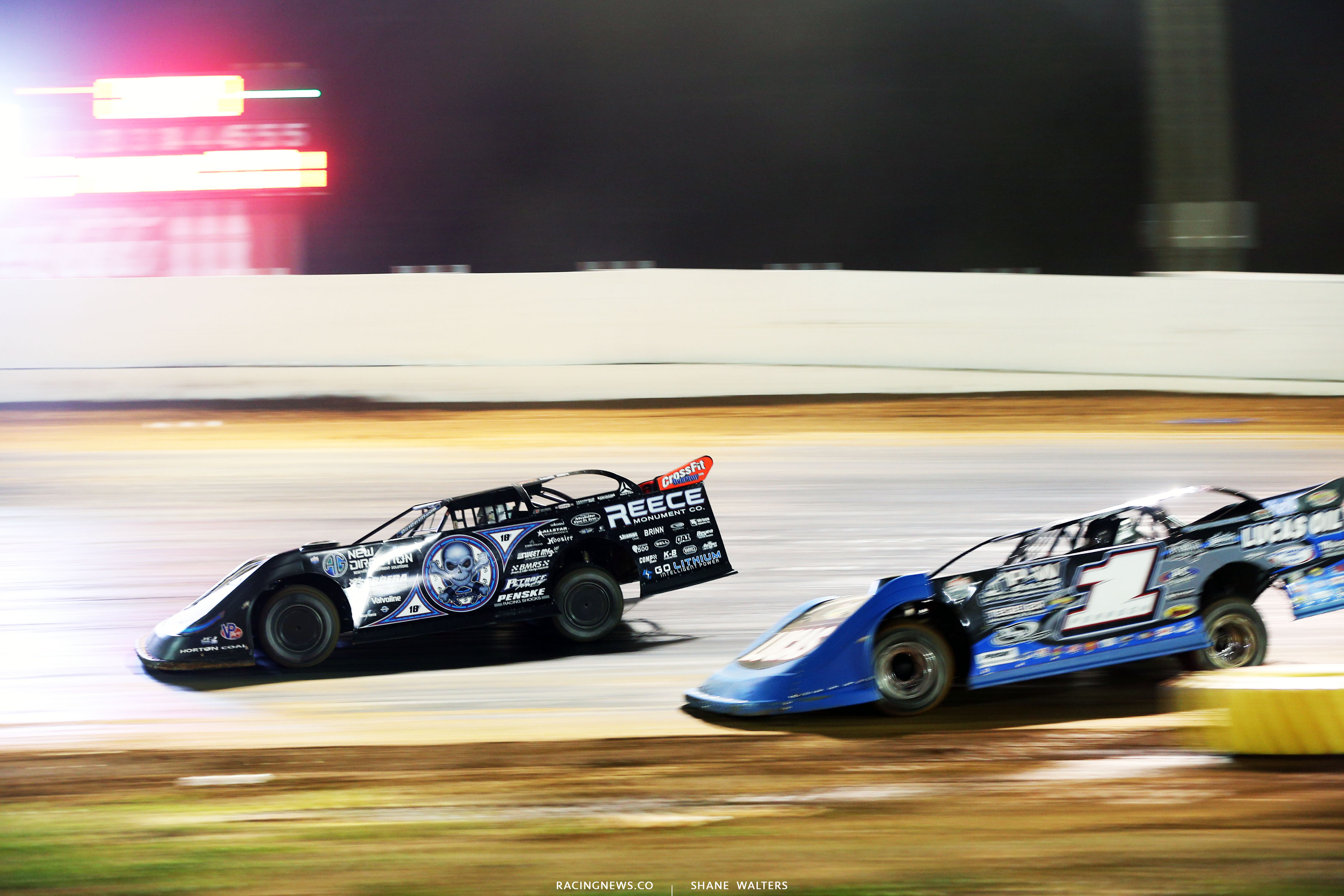 Scott Bloomquist and Earl Pearson Jr at Boyd's Speedway on the final lap 1546
