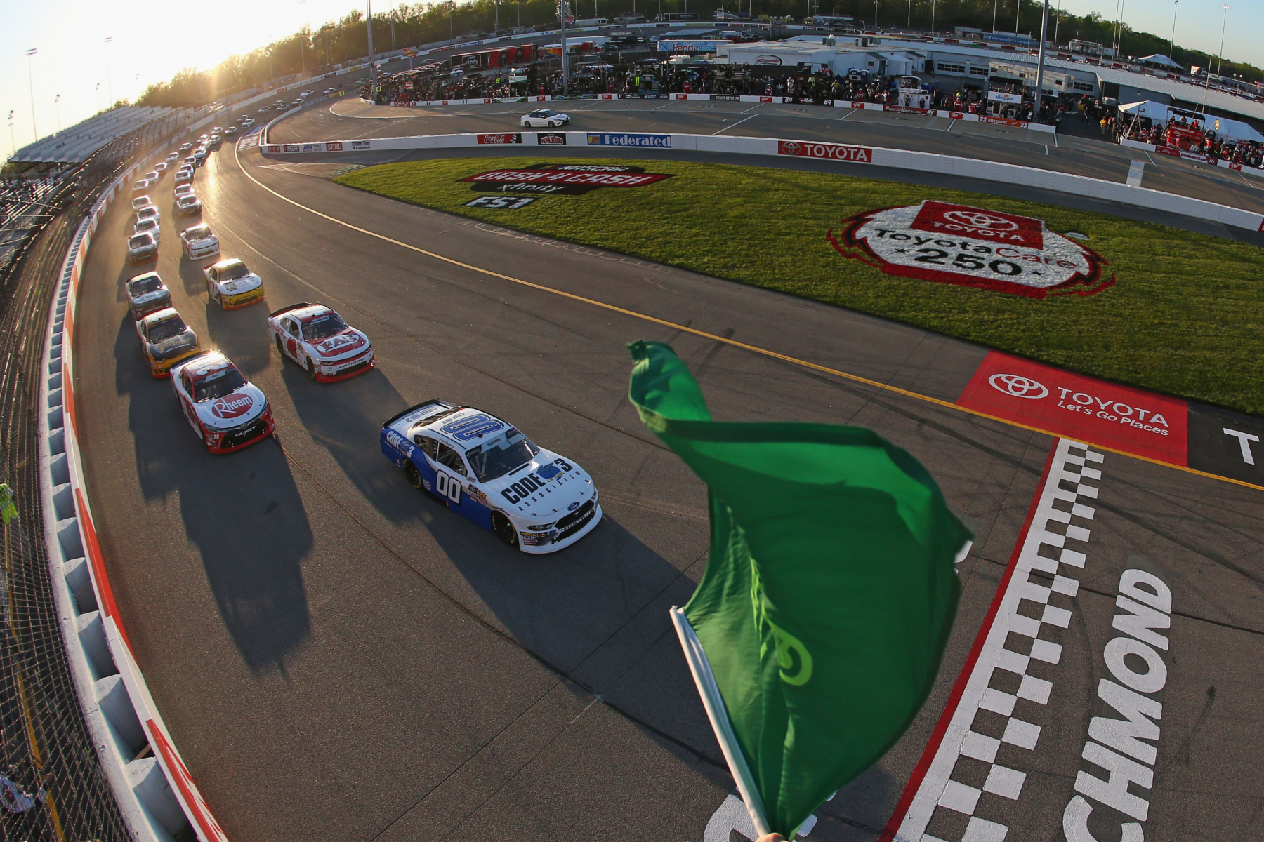 Cole Custer takes the green flag in the NASCAR Xfinity Series race at Richmond Raceway