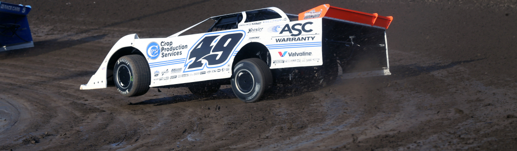 How much risk is on the dirt track promotor when hosting the Lucas Oil Late Model Series?