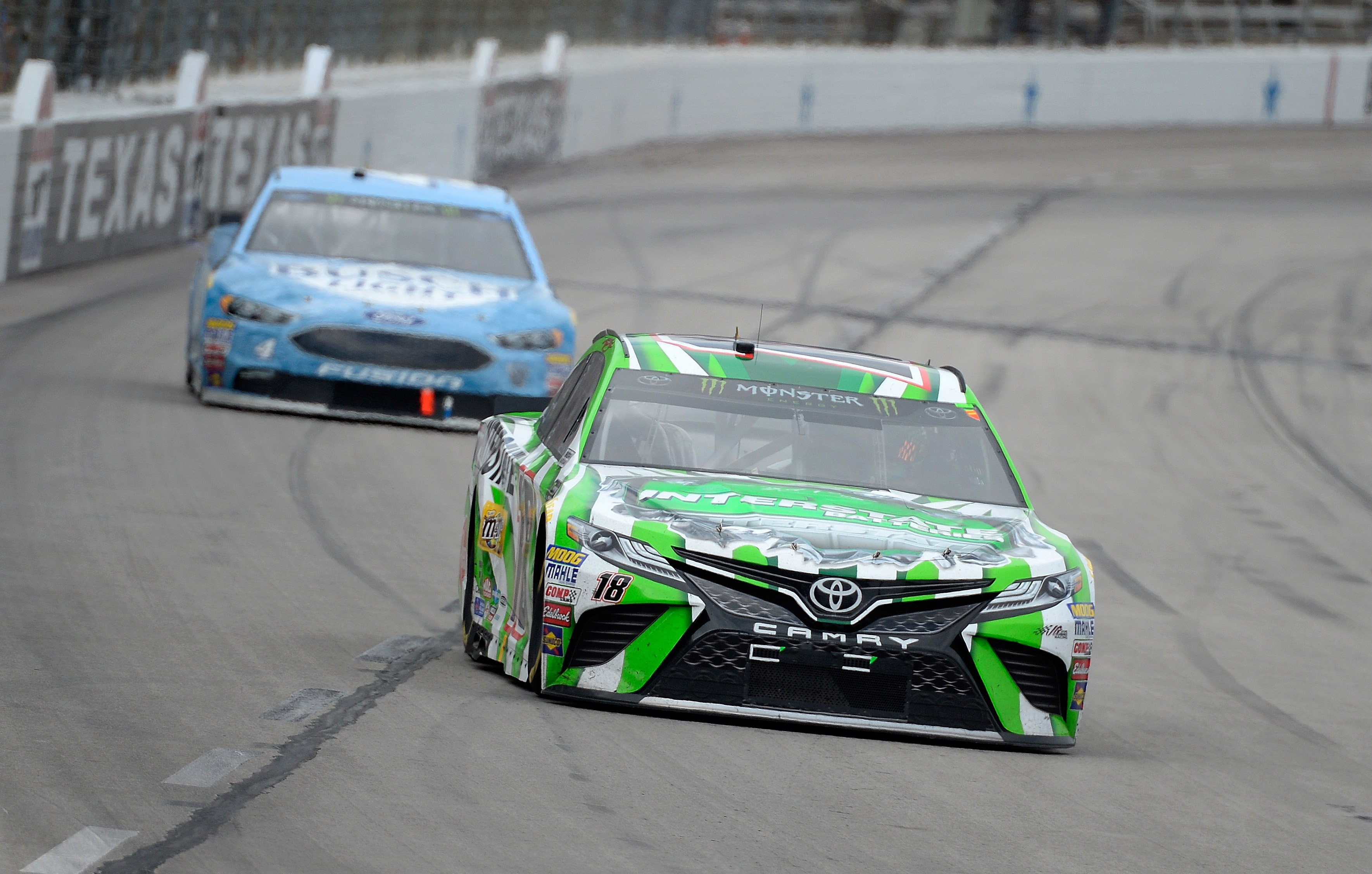 Kyle Busch leads Kevin Harvick at Texas Motor Speedway