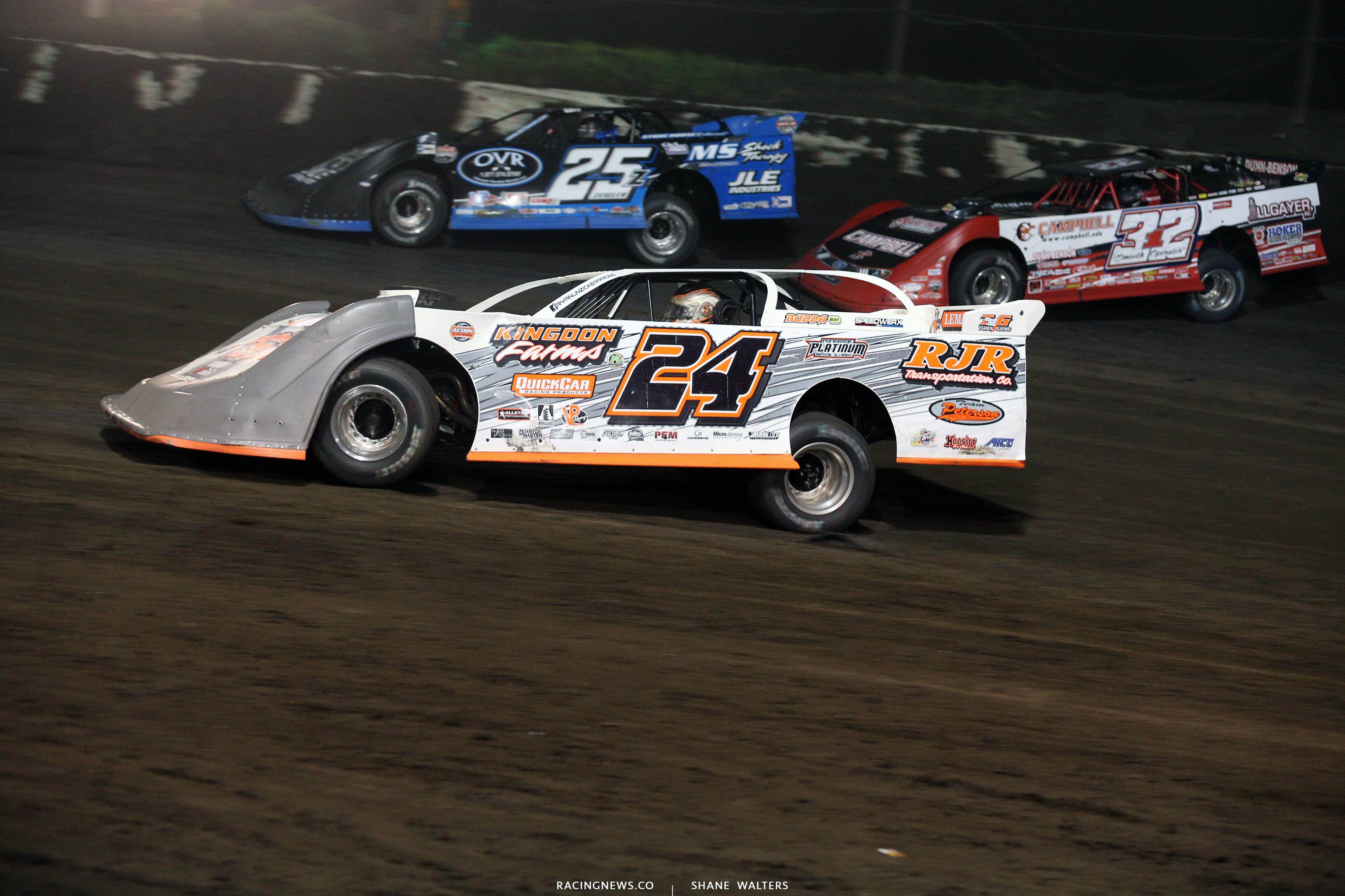 Ryan Unzicker and Bobby Pierce at Macon Speedway 5426