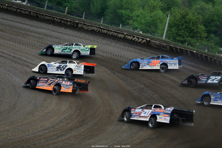 Chad Simpson leads Jonathan Davenport and Dennis Erb Jr in the LOLMDS heat race at Deer Creek Speedway 6895