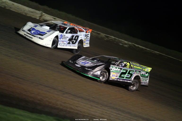 Jonathan Davenport and Chad Simpson at Deer Creek Speedway 7179