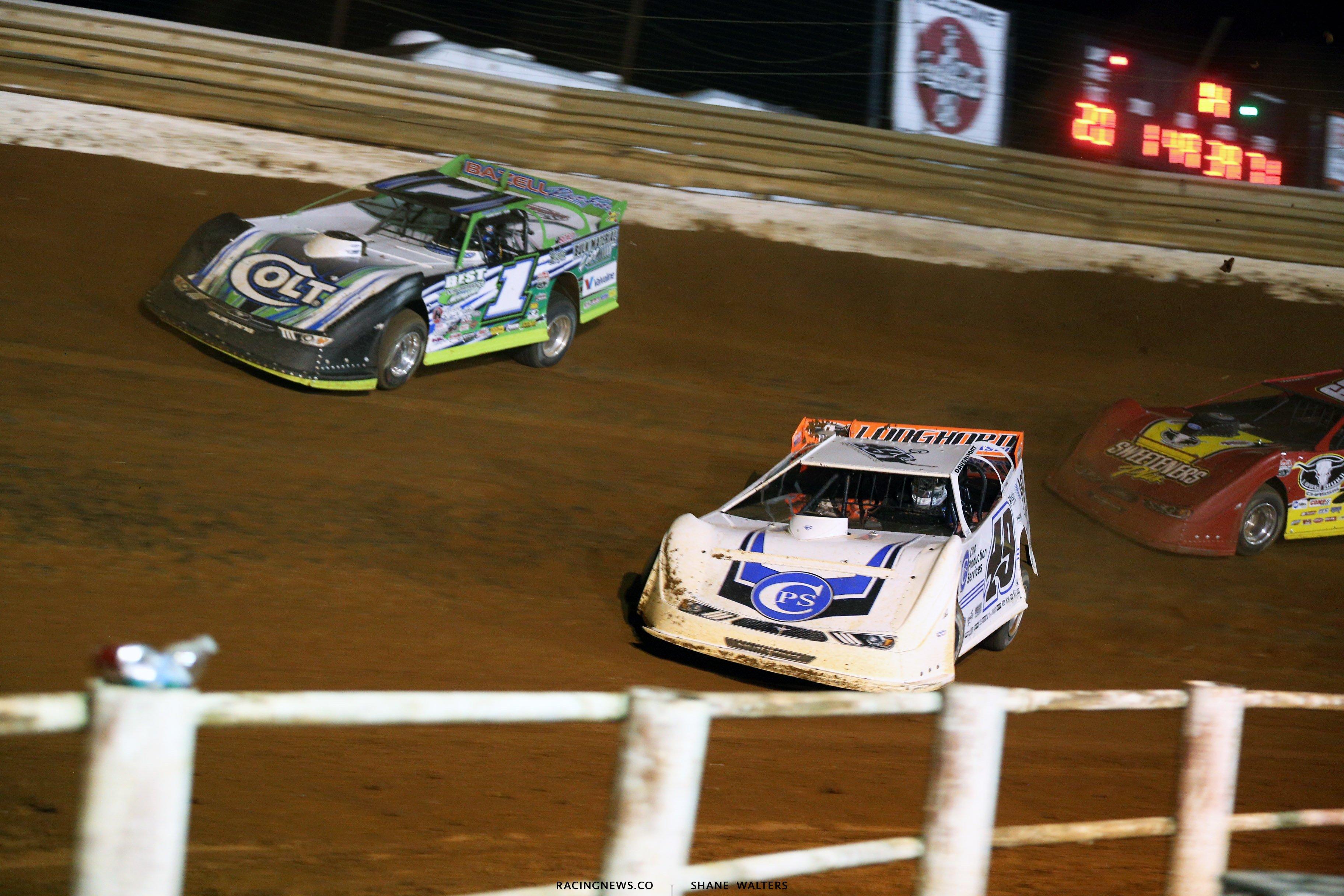 Jonathan Davenport and Josh Richards at Tazewell Speedway 5966