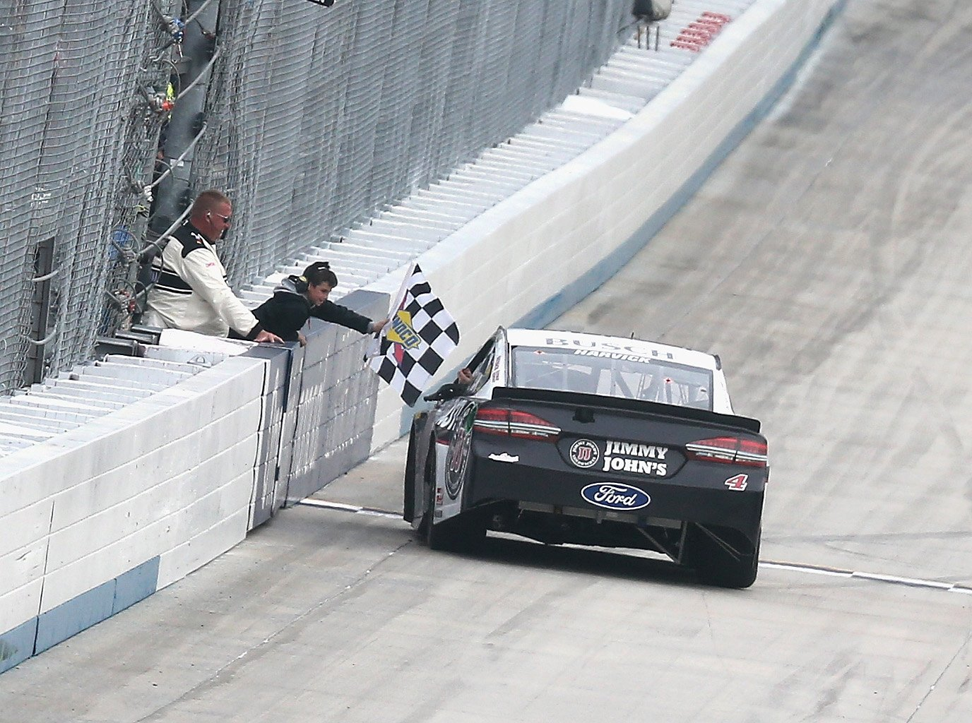 Kevin Harvick wins at Dover International Speedway - NASCRA Cup Series