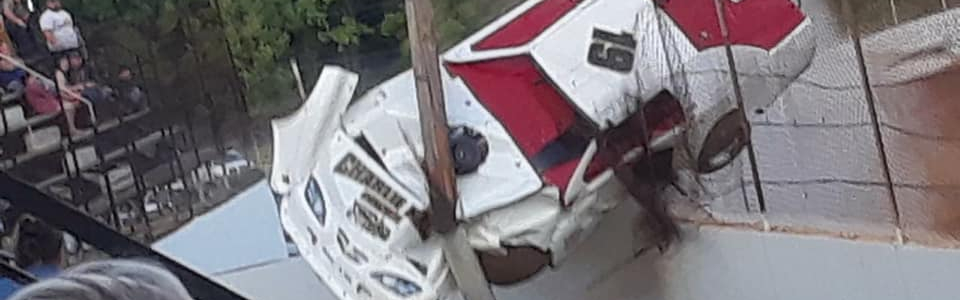 Race car climbs the fence at Lake Cumberland Speedway (Video)