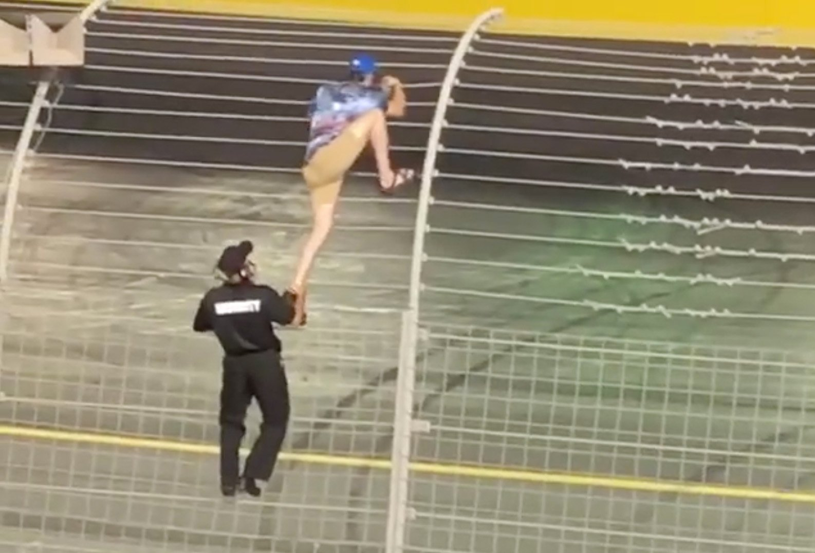 Nascar Racing Games >> NASCAR fan climbs the fence during the race at Charlotte