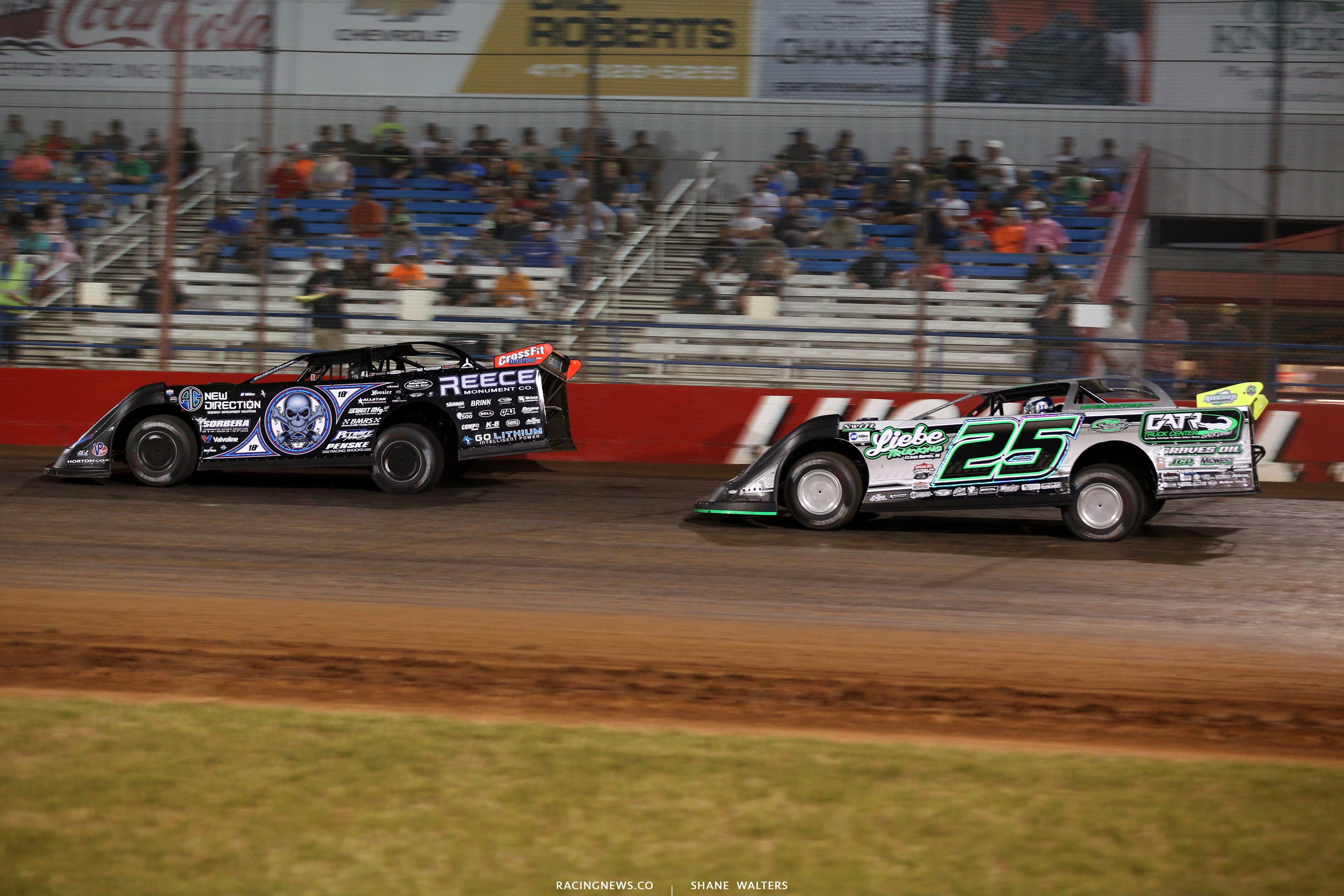 Scott Bloomquist and Chad Simpson at Lucas Oil Speedway 7931