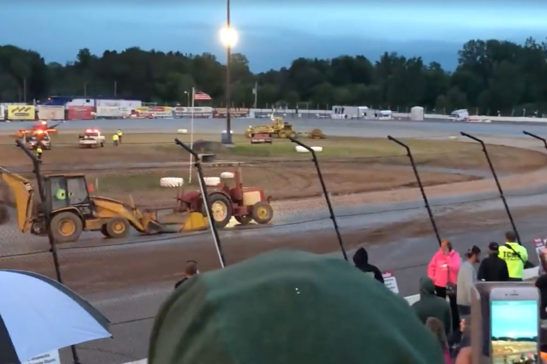 Runaway tractor at the dirt track (Video)
