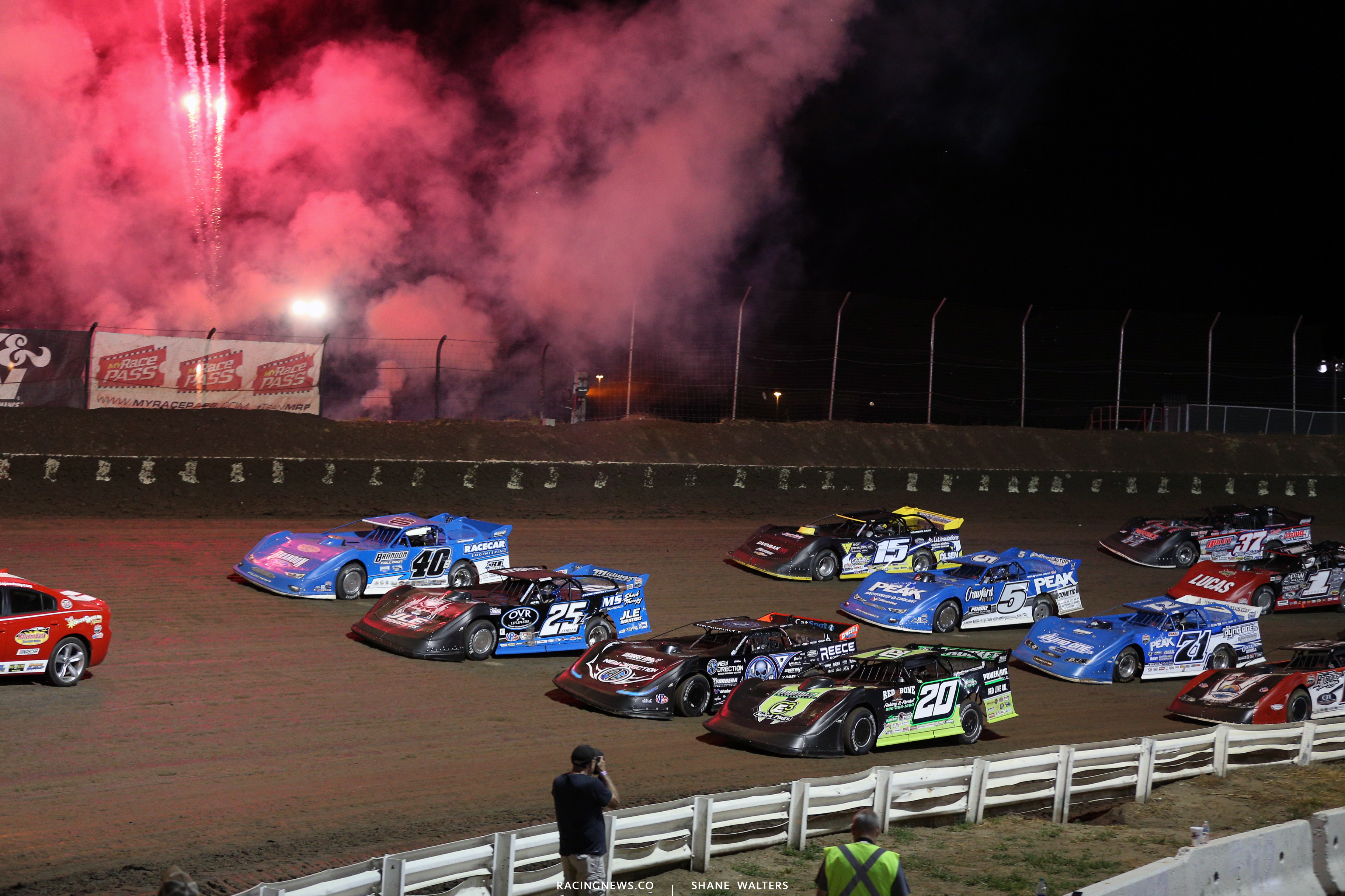 4 wide salute at I-80 Speedway 4295